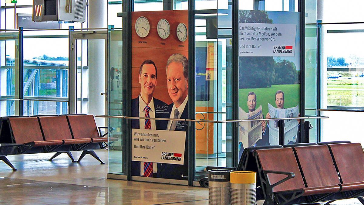 Anka Werbung - Messebau Bremen - Werbetechnik Beklebungen - Digitaldruck Scheibe (Flughafen)