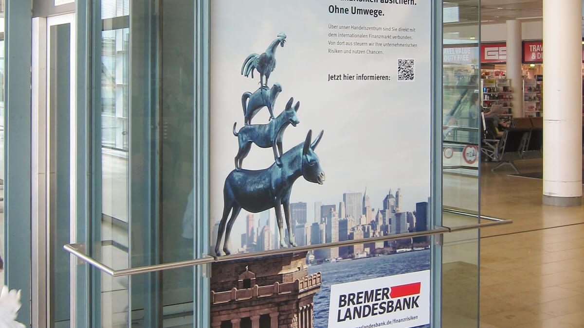 Anka Werbung - Messebau Bremen - Werbetechnik Beklebungen - Digitaldruck Scheibe (Bahnhof)