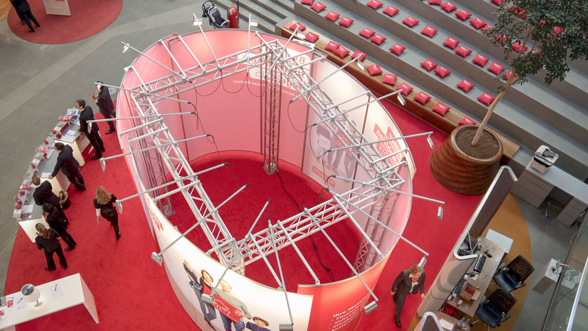 Anka Werbung - Messebau Bremen - Ausstellungen - Oval Topansicht (Sparkasse Bremer Immobilientage 2015)