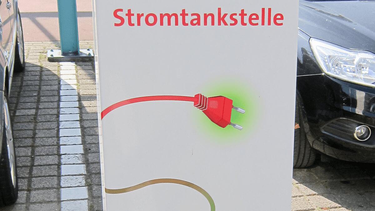 Anka Werbung - Messebau Bremen - Werbetechnik - Werbesäule (Metall)